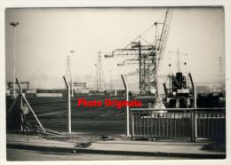 Photo Années 60 / 70       -   Alignement Grues Portuaires -  Le Havre  ? - Cartoline