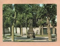 59 - NORD - BERGUES Prés DUNKERQUE - PLACE SAINT VICTOR - - Bergues