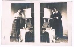 1919, Photo Carte De 2 Femmes, Artistes Peintres Prenant La Même Pose, 2 Scans - Photographs