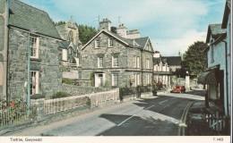 POSTCARD TREFRIW GWYNEDD T 1403 NORTH WALES STREET SCENE SHOPE HOUSES - Caernarvonshire