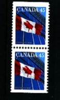 CANADA - 1995  45c  FLAG  PERF. 13 1/2 X 13   PAIR  FROM BOOKLET  MINT NH - 1952-.... Regno Di Elizabeth II