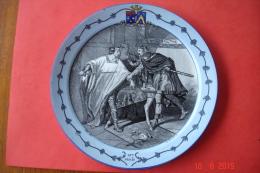 """Assiette En Faïence Creil .B&Cie .Entre 1876 Et 1884.Série """"costumes Nationaux"""".Le 10ème Siècle.dia:20 Cms.TBE. - Creil Montereau (FRA)"""