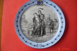"""Assiette En Faïence Creil .B&Cie .Entre 1876 Et 1884.Série """"costumes Nationaux"""".Le 12ème Siècle.dia:20 Cms.TBE. - Creil Montereau (FRA)"""