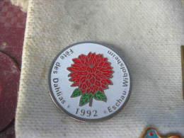 Pin´s De La Fete Des DAHLIAS à ESCHAU - WIBOLSHEIM En 1992 - Associations