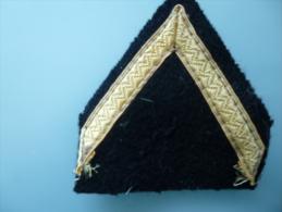 Insigne D Epaule De Grade Sergent (doré) - Ecussons Tissu