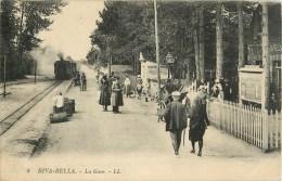 14 - Riva Bella - ** La Gare - Train - Quai Animé  ** - Cpa - Voir 2 Scans. - Riva Bella