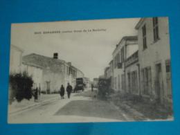 """17 ) Esnandes - N° 3003 - """" Intérieur Du Village """"  - Année 1922 - EDIT : Bergevin - France"""