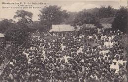 Afrique - Cameroun - Missions Catholiques - Sortie De Messe  Hommes - Camerun