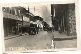 TRINIDAD    UNE  RUE   (TRAMWAY VOITURES +  ANCIENNES  +  MAGASINS   ) - Trinidad
