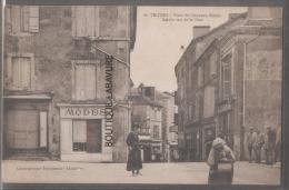 24 - THIVIERS--Place Du Chapeau Rouge-Entrée Rue De La Tour-magasin Modes---animé - Thiviers