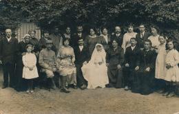 LIVRY GARGAN - Belle Carte Photo De Famille Prise à L'occasion D'une Communion - Photo LAROCHE à LIVRY GARGAN - Livry Gargan