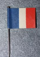 "WW1 - Insigne à épingler ""Drapeau  Français Tricolore"" WWI - Insignes & Rubans"