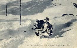 En  Bobsleigh Dans Les Alpes - Sports D'hiver