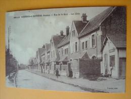 Cpa ROSIERES En SANTERRE -- Rue De La Gare - Les Cités - ANIMÉE - 6 Personnes - Rosieres En Santerre
