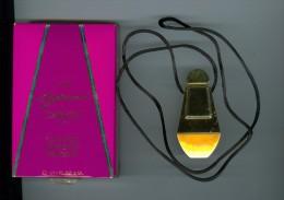 Pendentif, Capucci De Capucci, Avec Son Petit Flacon échantillon - Perfume Miniatures