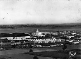 63  Base Aérienne D'AULNAT .. Vue Générale Sud (environs De  CLERMONT-FERRAND ) - Autres Communes