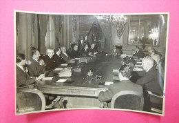 RARO  Foto Postius Photo Originale 1954 Conseil Des Ministres En Peralbes De Barcelona Espagne Dos Scanné - Berühmtheiten