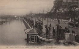 CPA PARIS 75 - La Ligne Des Invalides - Inondations De Paris - Arrondissement: 07