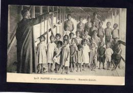 NOUVELLE GUINEE- Le Père PASTRE-et Ses Petits Chanteurs- Gros Plan Animé-années 1910-20 - Papua New Guinea