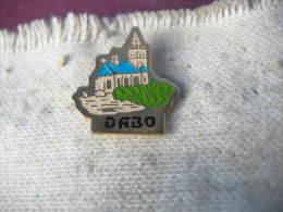 Pin´s De L'église De DABO Sur Le Rocher (Dépt 57) - Associations