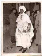 Photo Photographie Aron N´djoya Congrès De Versailles 1953 18 Décembre Cameroun Costumes Ethniques Régionaux - Lieux