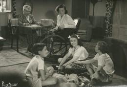 PHOTOGRAPHIE FILM  GABY MORLAIX ACTRICE CINEMA HYMENEE 1946  PHOTO PUYTORAC BORDEAUX HANDICAP CHAISE ROULANTE - Personnes Identifiées