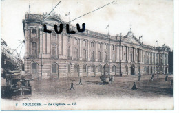 DEPT 31 : Toulouse  , Le Capitole ( Tramway ) De Couleur Rouge Rouille - Toulouse
