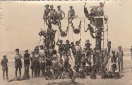 PHOTO-CARTOLINA FOTOGRAFICA IN SPIAGGIA-PIRAMIDE SULL'ALTALENA-PHOTO-D´EPOCA- -ORIGINALE 100% - Fotografía