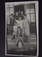 PHOTO De FAMILLE Devant Un COMMERCE - Carte-photo à Situer - Vers 1930 - Non Voyagée - A Voir ! - Non Classificati