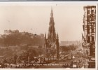 POSTCARD PRINCES STREET SCOTT MONUMENT AND EDINBURGH CASTLE FW 88 - Midlothian/ Edinburgh