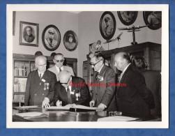 Photo Ancienne - PORTO , Portugal - Echange Entre Anciens Combattants Français Et Portugais ? - Voir Médaille - Guerre, Militaire