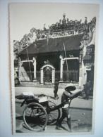 CPA Vietnam Indochine Cochinchine - Cholon - Carte Photo Pousse-pousse Devant Un Temple Chinois C1920 - Vietnam