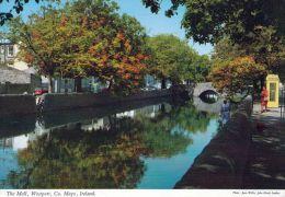 1 AK Irland Ireland * die Mall in der Stadt Westport eine Promenade zu beiden Seiten des Flusses Carrowbeg - County Mayo