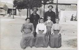 MELUN - Personnes Dans Une Rue De Melun - CARTE PHOTO - Melun