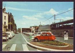 CPSM De  CHATOU  Place De La Gare   Le  22 11 1983 Avec   ANIMATION De  VOITURES  Gros Plan   Num 9431 - Chatou