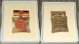 Kollektiv Der Sozialistischen Arbeit Im Etui, Bronze, Goldfarben, Medaille Und Spange Lackiert, Verliehen 1970 - 1973 - DDR