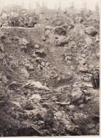 Photo Septembre 1915 Secteur Ypres (Ieper) - Soldats Allemands Dans Un Entonnoir , IR 172 (A107, Ww1, Wk 1) - Guerra 1914-18