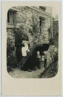 Grand-mère Au Tricot, Garçon à La Broderie. Carte Photo. - Craft