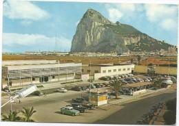 B3934 Gibraltar Gibilterra - El Penon Rock Rocher Rocca - Auto Cars Voitures - Panorama / Non Viaggiata - Gibilterra