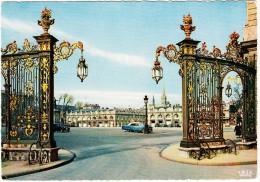 Nancy: PACKARD PATRICIAN '51, CITROËN TRACTION AVANT - Grilles De Jean Lamour Et Place Stanilas - (M.-et-M., France) - Toerisme