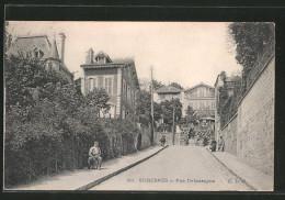 CPA Suresnes, Rue Debassayns Avec Anwohnern - Suresnes
