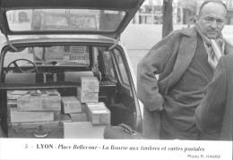 Lyon - Place Bellecourt - La Bourse Aux Timbres Et Cartes Postales - Photo Hamm N°5 - Ed. Panthéon Des Collectionneurs - Bourses & Salons De Collections
