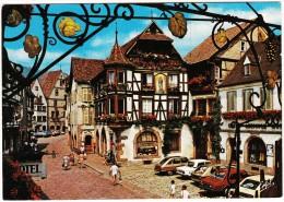 Kayserberg: SAAB 900 SEDAN, 2x RENAULT 16, PEUGEOT 304, TALBOT HORIZON - Maisons à Pans - (Haut-Rhin, France) - Toerisme