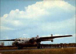 AVIATION  MILITAIRE - AVION - PARACHUTISME - Paracadutismo