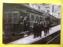 POSTAL 1919 ESTACION FERROCARRILES De SARRIA BARCELONA Soldados Conduciendo El Tren Durante La Huelga - Estaciones Con Trenes