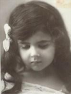 Magnifique Fillette  Un Peu Triste.  Longs Cheveux . Photo D´art. R. Moreau. 3 Scans - Portraits