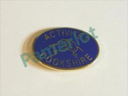 Pin's (Activité Cookshire P. Quebec Canada) 2 Scans - Associations