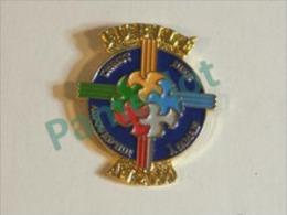 Pin's (Jubilé , Christ Hier , Aujourd'hui, à Jamais, A 2000 , Tr Concacan Inc.) 2 Scans - Pin's