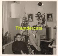 ANCIENNE PHOTO 50'S INTERIEUR RADIO  ** VINTAGE PHOTO 50'S INTERIOR RADIO - Objects
