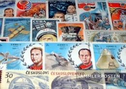 Motives 100 Different Astronaut Stamps - Raumfahrt